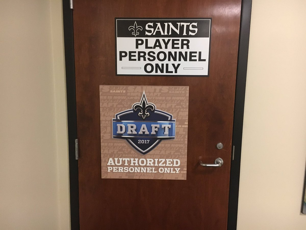 It's @NFL Draft day!  Outside the #SaintsDraft war room https://t.co/4...