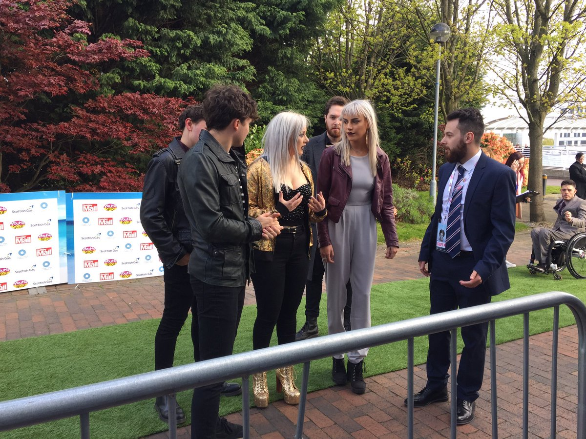 .@100fables are rocking the green carpet before their performance toni...