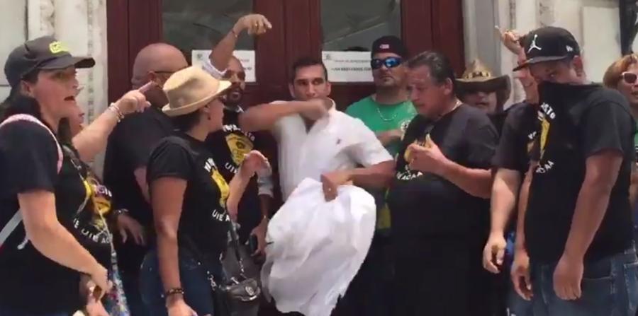 El representante José Luis Rivera Guerra protagoniza pelea en el Capit...