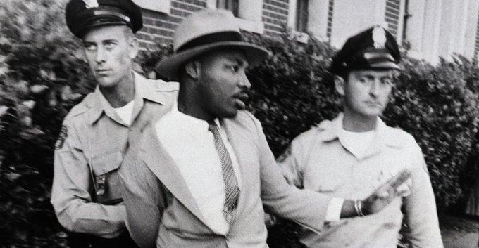 Nunca cite qualquer frase do Martin Luther King se você não tem coragem de mostrar o lado da história em que ele optou ficar. #GreveGeral