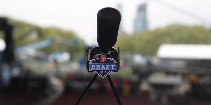 Save this tweet...  You will need it later!  2017 #NFLDraft TRACKER: https://t.co/NAxGvwMKlT