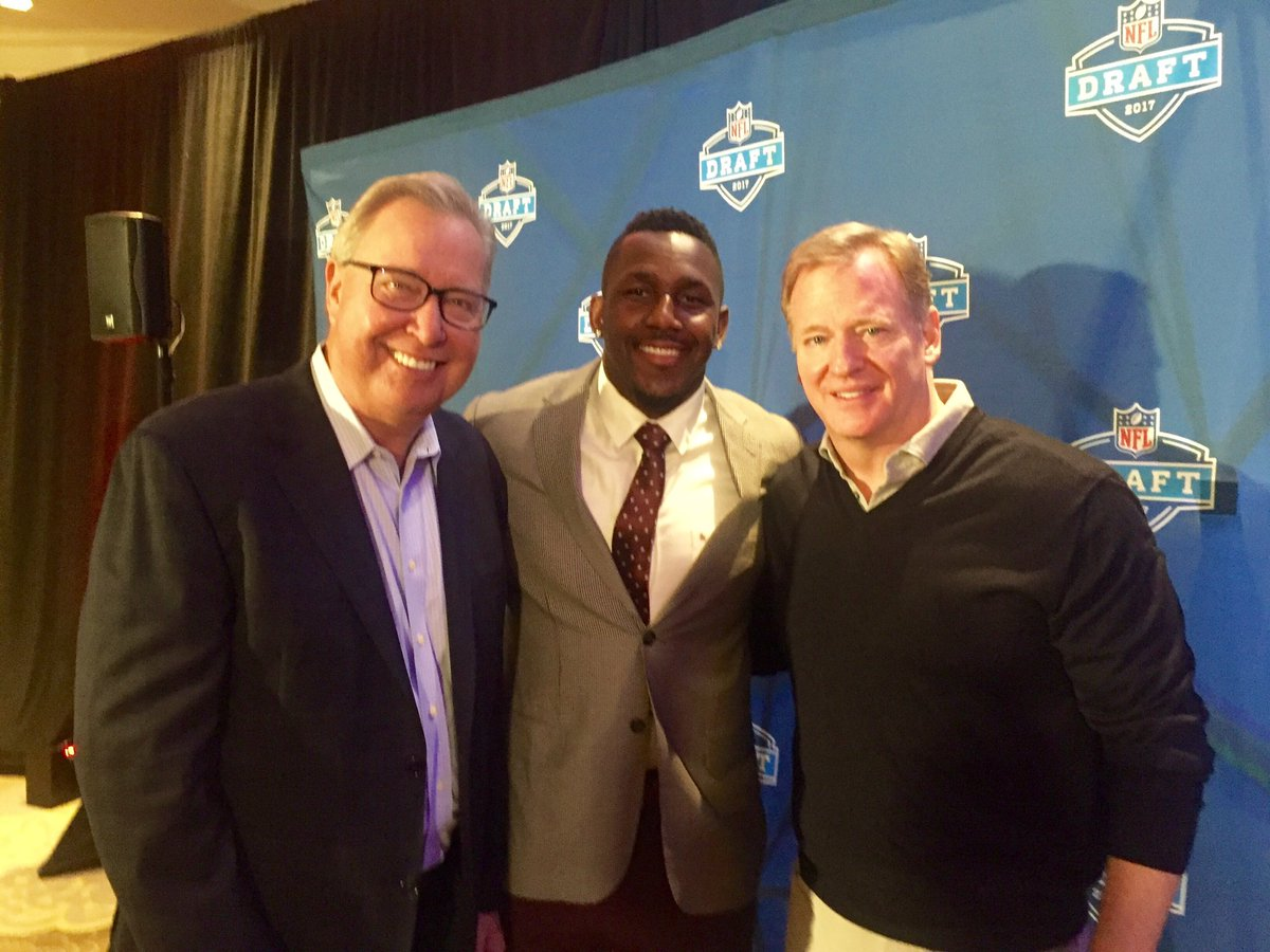 Great to start #DraftDay with these two NFL greats: @jawsespn and @Tho...