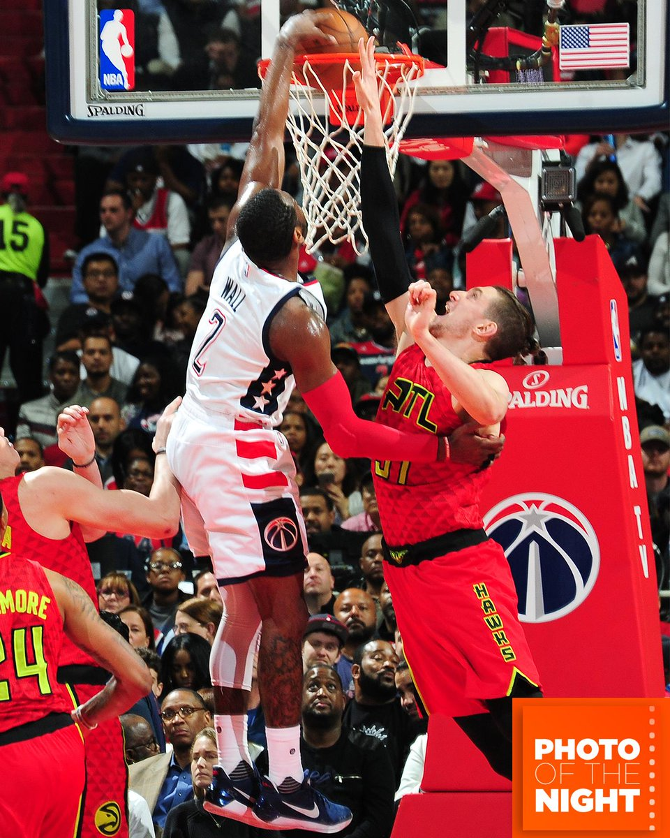 John Wall ⬆️ Hawks ⬇️ #PhotoOfTheNight https://t.co/0cvvaSYk8u