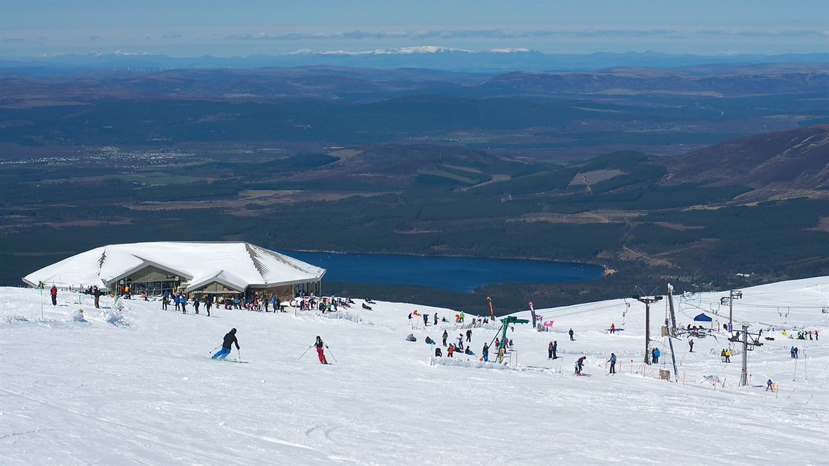 Room for compromise over CairnGorm Mountain dry ski slope plan? scotsman.com/news/roger-cox… (Pic: @StevieMcKPhoto)
