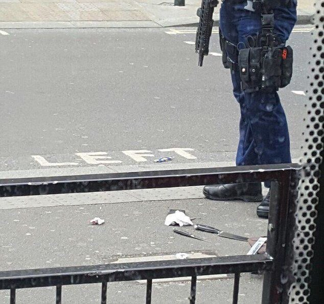 Knives on road in Westminster. Source: @TerrorEvents #Whitehall  https...