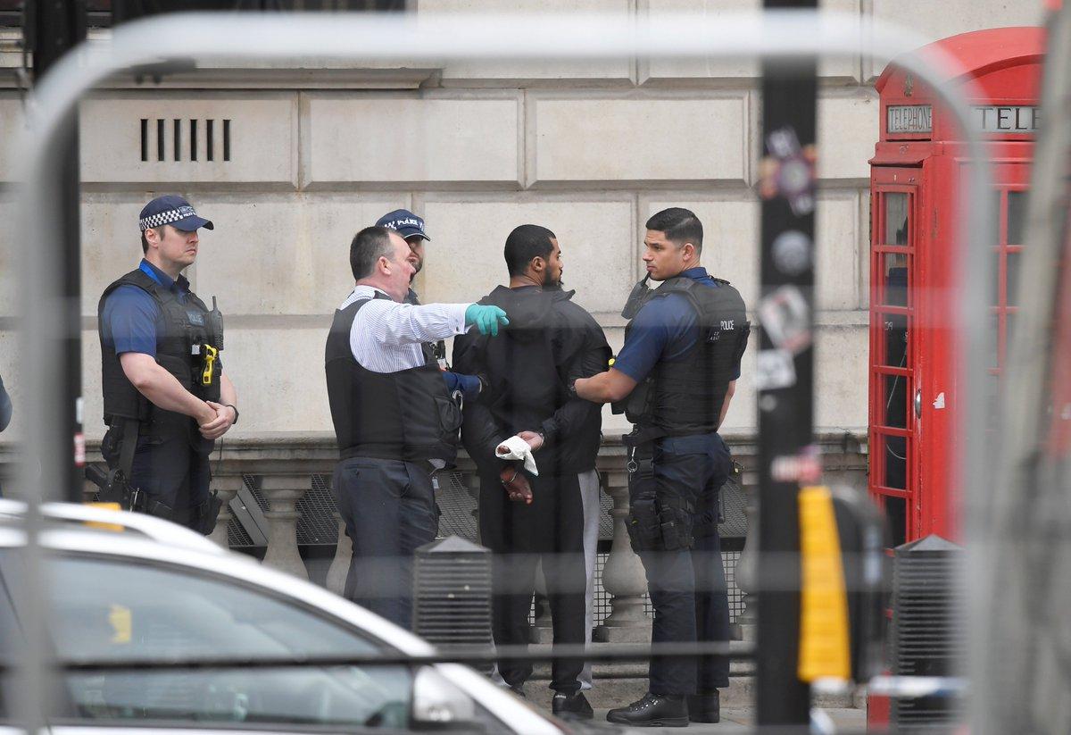 #ULTIMAHORA detenido en #Whitehall con cuchillos a escasos metros de #...