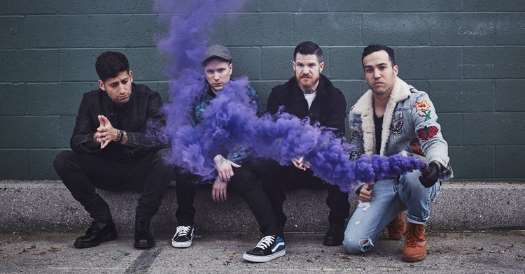 NEW FALL OUT BOY SONG AND NEW ALBUM! https://t.co/U0awHX6ZeU https://t...