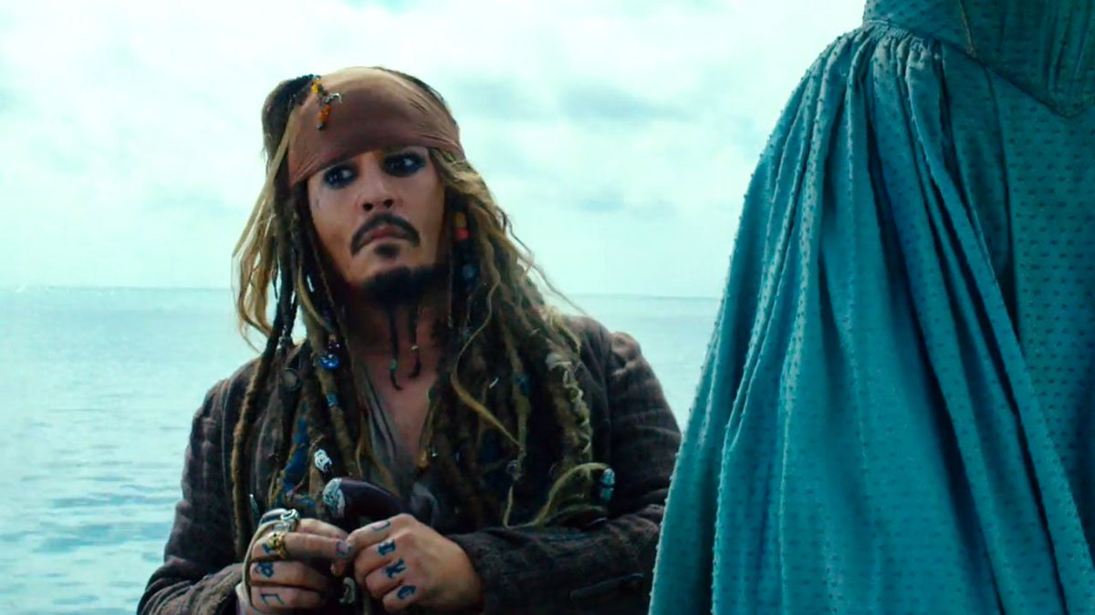 Johnny Depp shows up at @Disneyland's #PiratesoftheCaribbean ride dres...