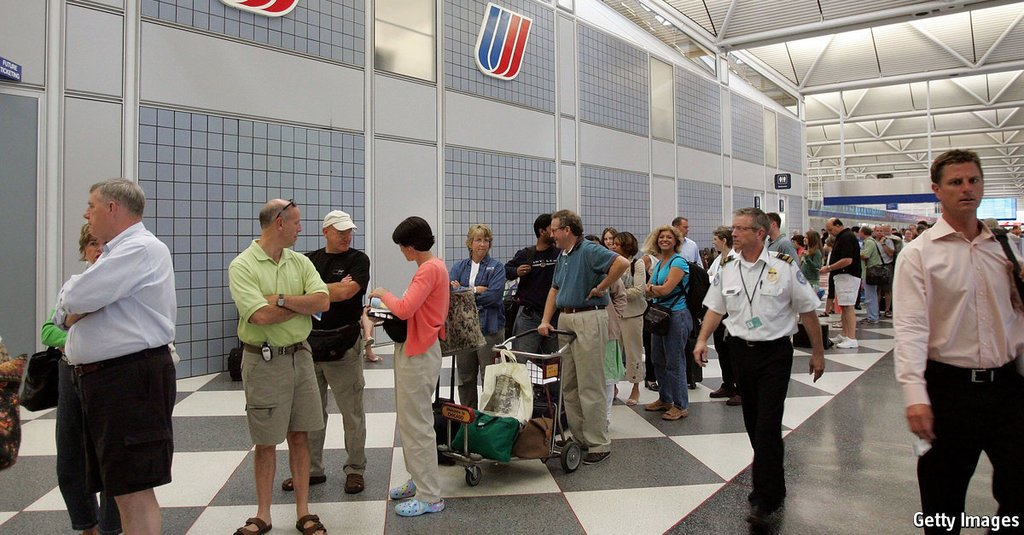 United Airlines changes its policy on bumping passengers econ.st/2p80UhP #news
