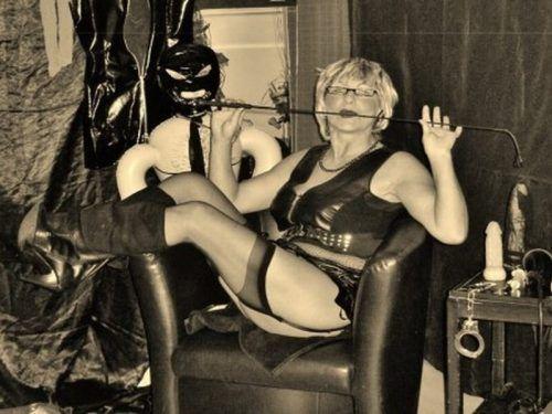 years old, attractive, schwarze Frauen Sex very horny