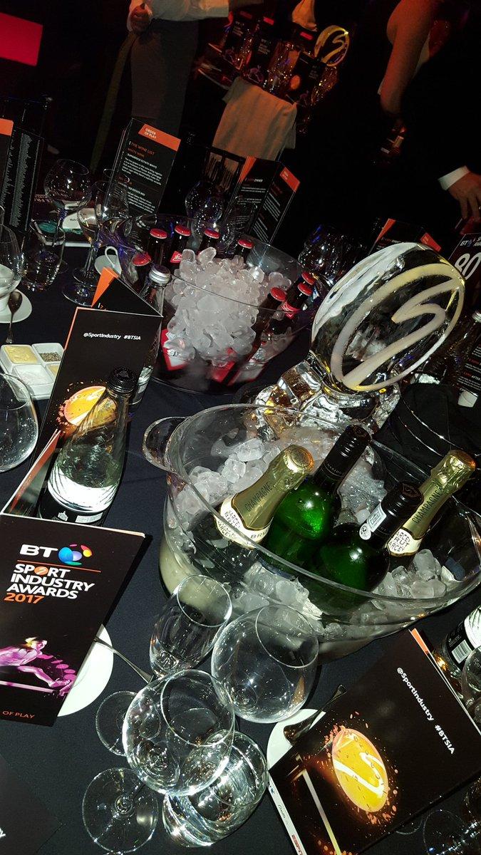 Free booze @SportIndustry awards and I'm on the wagon 😐 #BTSIA https:/...