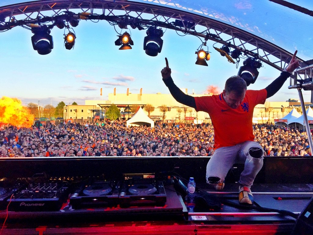 3 down 1 to go 🙌🏻🎉🔥 #DenBosch @kingslandfest #Kingsday #koningsdag