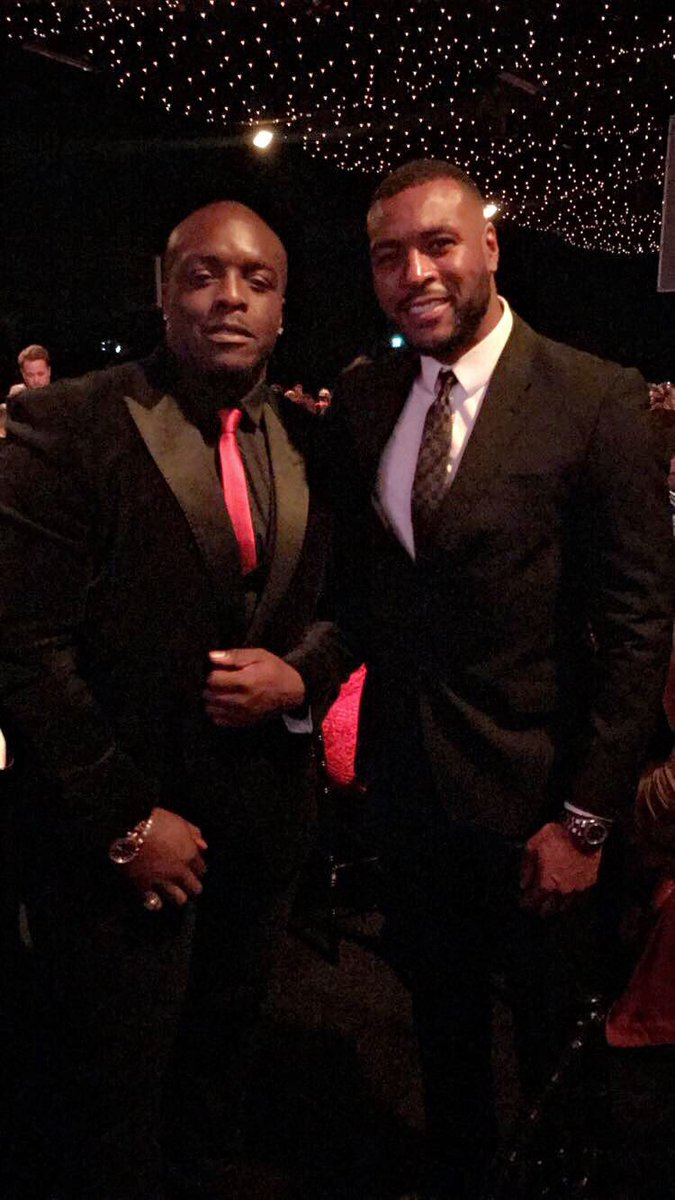 Me & captain @Wes5L1nk at tonight's @SportIndustry awards. #BeastV...