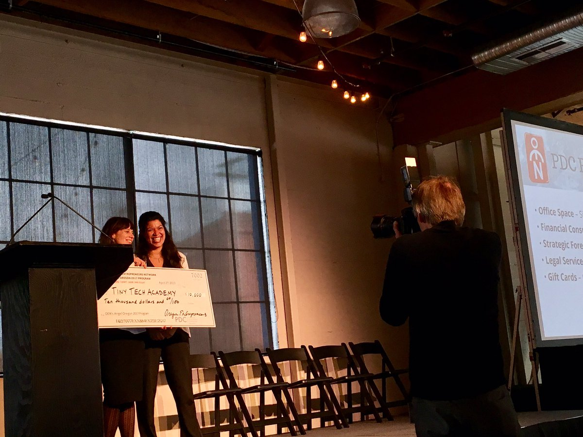 .@TinyTechAcademy and @werkhorsenow both win $10,000 diversity award from @pdxdevelopment #AngelOregon https://t.co/62QnnI4U0t