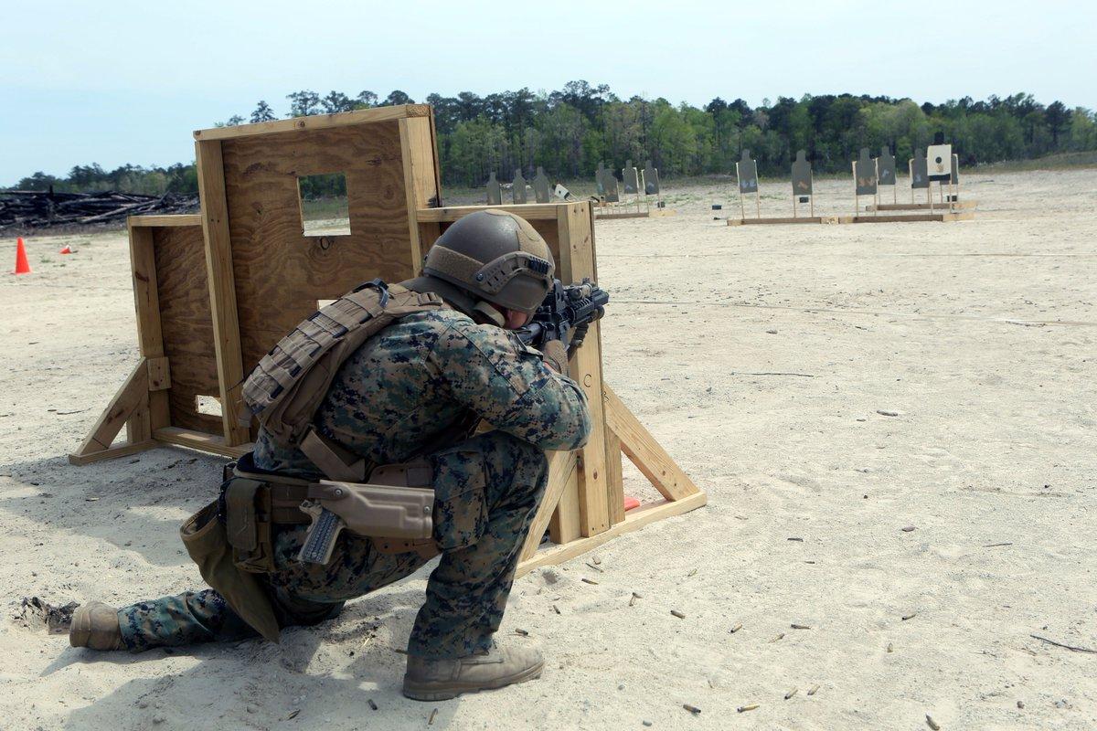 2017年4月12日、ノースカロライナ州キャンプルジューンにて射撃訓練を行う隊員。現所属は2nd Reconnaissance Battalionだが、2017年下半期より26thMEUの一部として派遣される予定となっている。