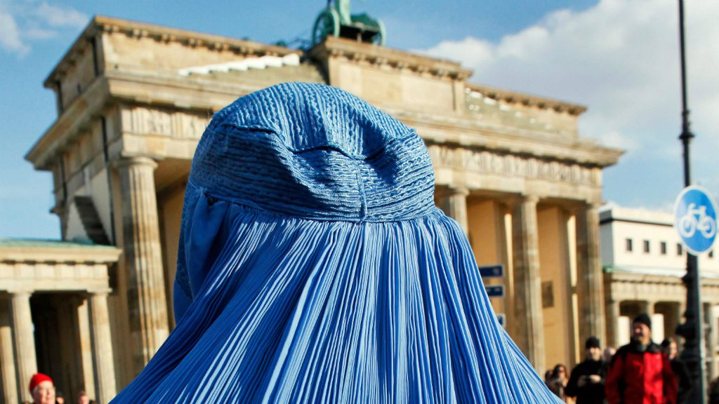 German MPs approve partial ban of Islamic veil https://t.co/OPC81mhRCu...