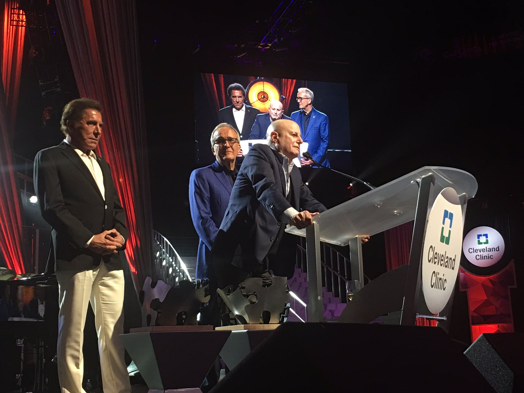 #RonPerelman at the stage, flanked by #SteveWynn and #LarryRuvo at #PowerOfLove @MGMGrand https://t.co/qcIibu7dUQ