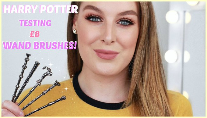 TESTING HARRY POTTER WAND MAKEUP BRUSHES!