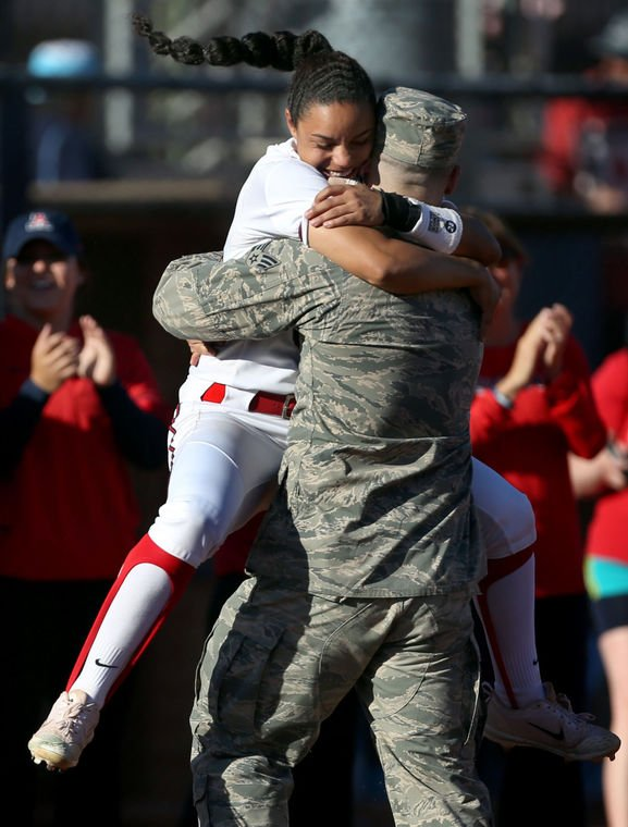 Arizona's Ashleigh Hughes, brother share bond that distance can't break https://t.co/B2UV7qKUFM