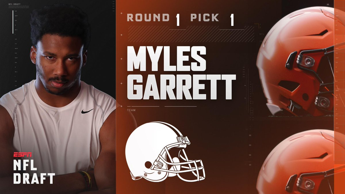 With the 1st pick in the 2017 NFL Draft, the Cleveland Browns select M...