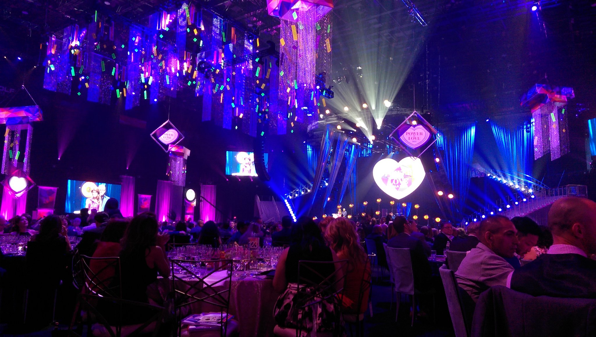 Inside the @MGMGrandGarden for the #PowerOfLove gala https://t.co/JADk8gU1H9