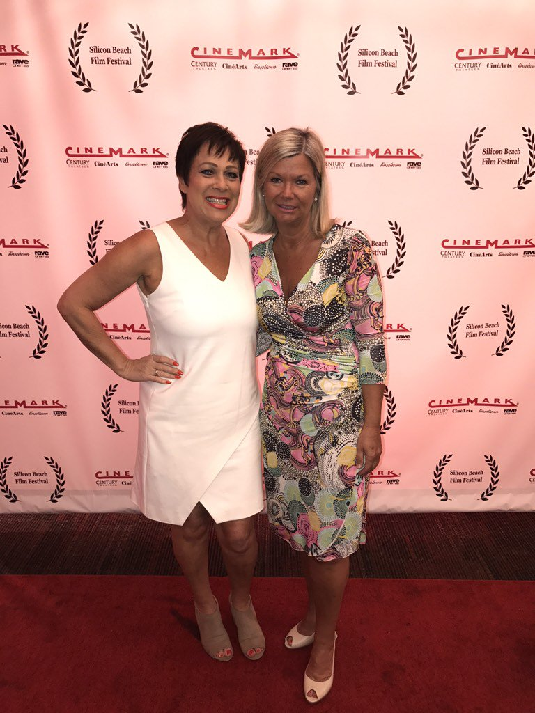 What a day!! On the red carpet @SILICONBEACHff with Chantal Rickards @BAFTALA @janechantal https://t.co/uPoeQDMBAb