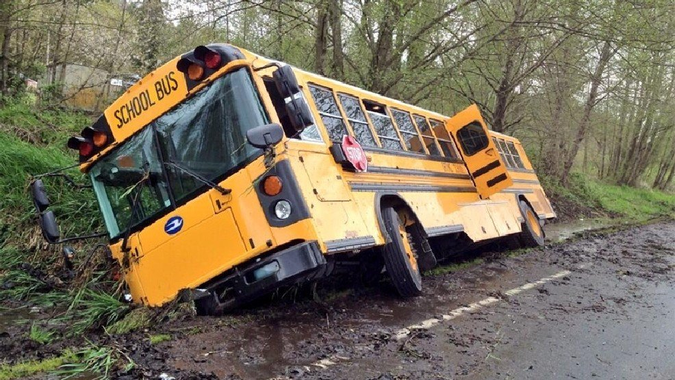 The Tragic School Bus #ProblematicKidsShows @midnight https://t.co/Dxy...
