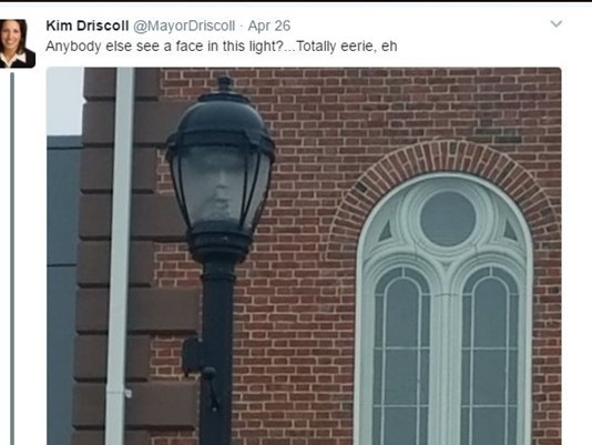 'Eerie' light post has the internet doing a double take https://t.co/D674Wberxk