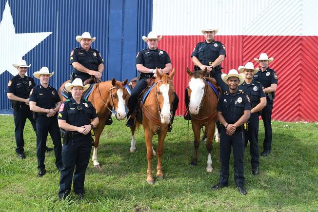 Grand Prairie police add cowboy hats to uniform. --> https://t.co/WtrhS2x98V
