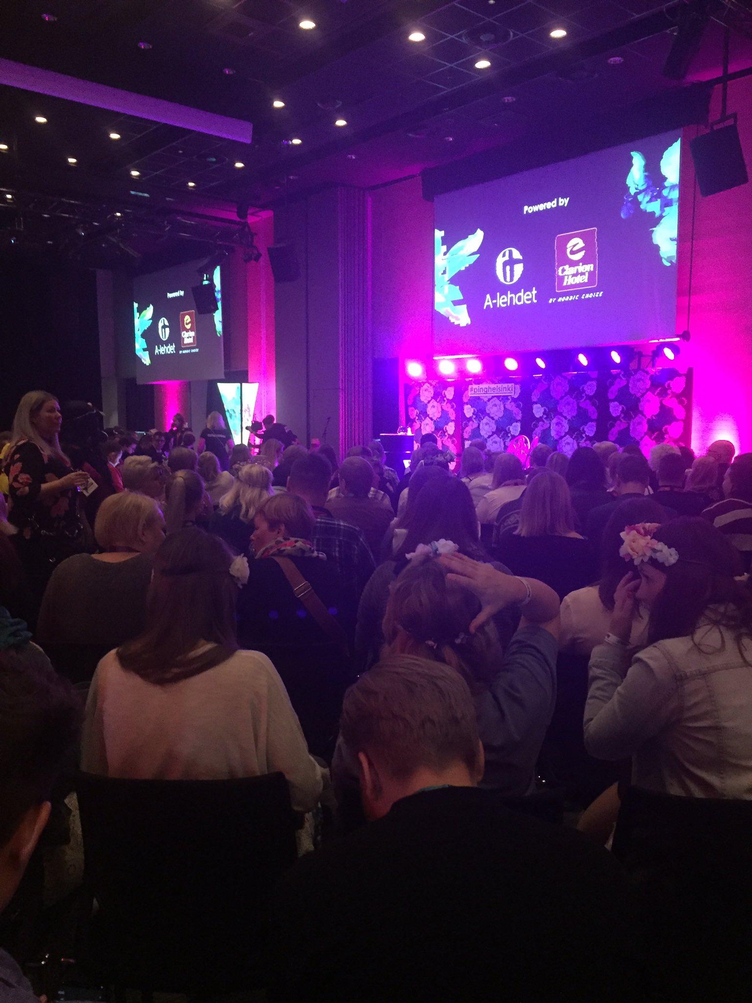 Tupa täynnä vaikuttajia ja #sisältömarkkinointi ammattilaisia! #pinghelsinki #alehdet #contentmarketing https://t.co/UFcGg1Rd9I