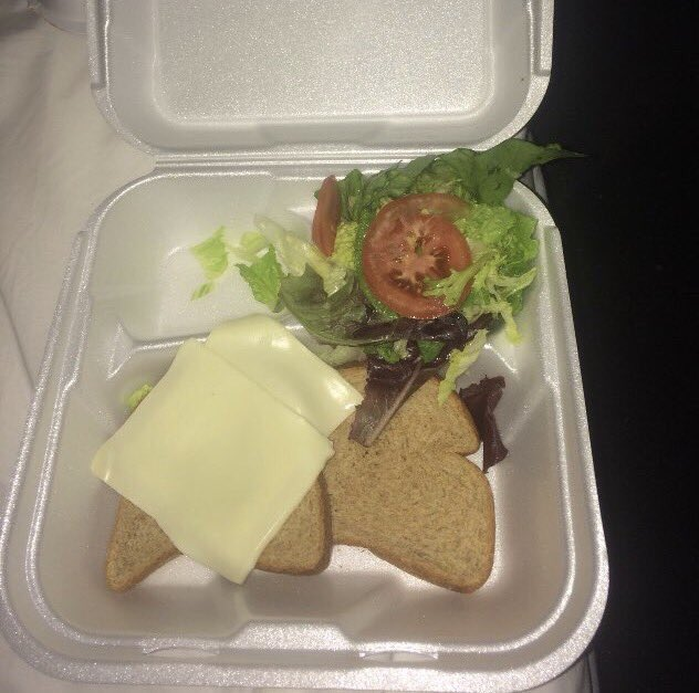 Hey @GordonRamsay what would you rate #fyrefestival gourmet meals? htt...