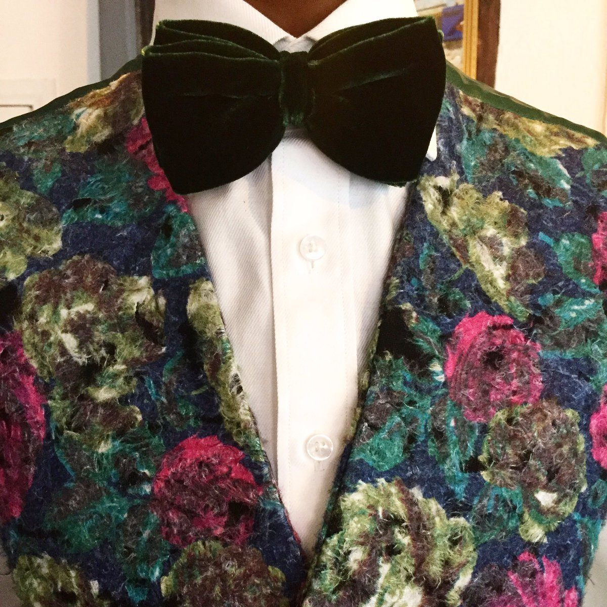 Everything is in the details.#dapper #dandy #cool #funky #bespokewaistcoat #dandylionstyle #sussextailors #gentsstyle #style #fashionpic.twitter.com/4zWOUhQBSg