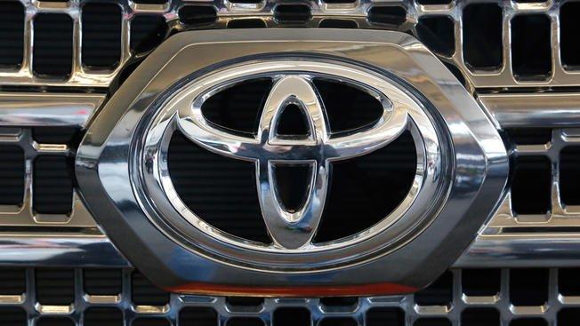 Toyota recalls 250K Tacoma pickups; rear wheels can lock up https://t.co/Y2mrd32E2g