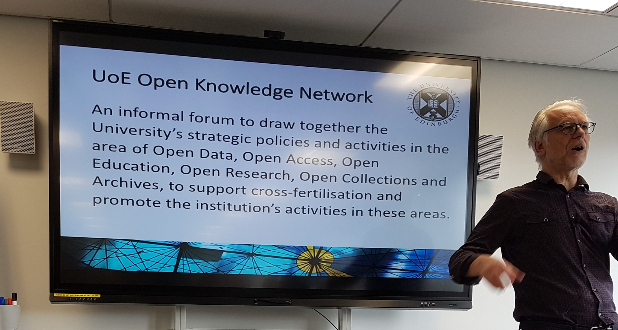 Ewan Klein kicking off today's #OpenKnowledge Network event #uoeOKN  To subscribe to the mailing list u can click on https://t.co/3qke7m1rI8 https://t.co/afz2o0DIw2