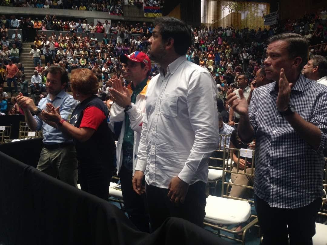 .@HCapriles: Primero se va @NicolasMaduro de Miraflores que Venezuela de la OEA https://t.co/iElLl1JQhQ