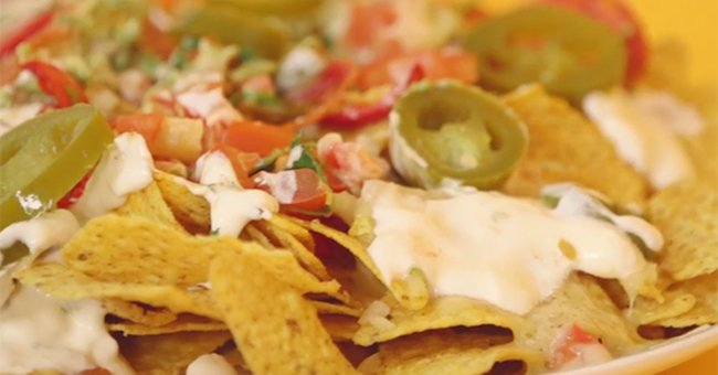 WATCH: How to make delicious (and very naughty) nachos... in the MICROWAVE 🍴😍https://t.co/pDwnv3rHqd https://t.co/fL6wvcSZG7