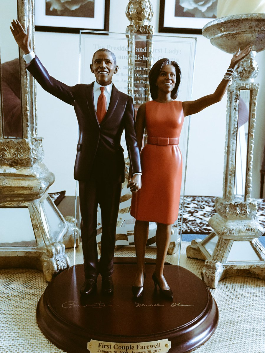 &quot;The First Couple Farewell&quot; - a gift we received.  #44 #Obama #President<br>http://pic.twitter.com/UedvhWqqlk