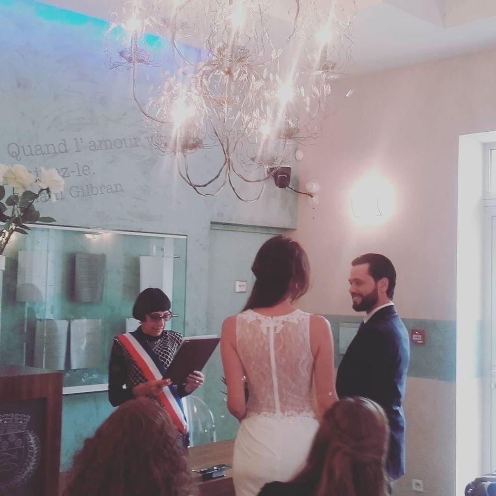 A beautifull bride and groom during their civil wedding  #civilwedding #wedding #mariagecivil #cityhall #mairie #mariage #weddingday #weddi…<br>http://pic.twitter.com/ZLcFbiJtWe