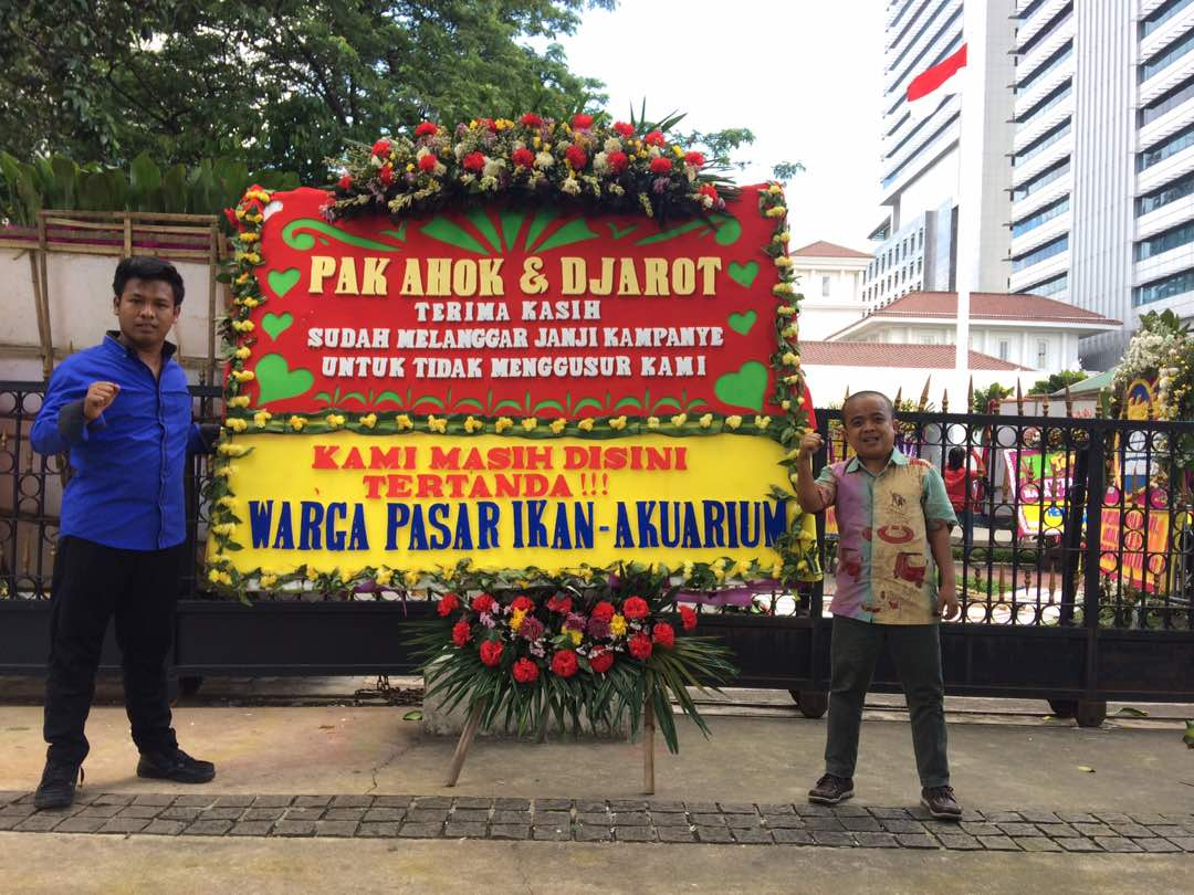 Bunga Papan Paling #Ajib se-antero JAKARTA untuk pak Ahok... Kiriman dari Warga Pasar Ikan - Akuarium ❤❤❤ https://t.co/v0Hz4qMCL1