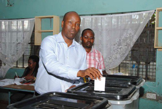 Governor Mbugua beaten in Nakuru primaries https://t.co/ttRCpM6PlQ
