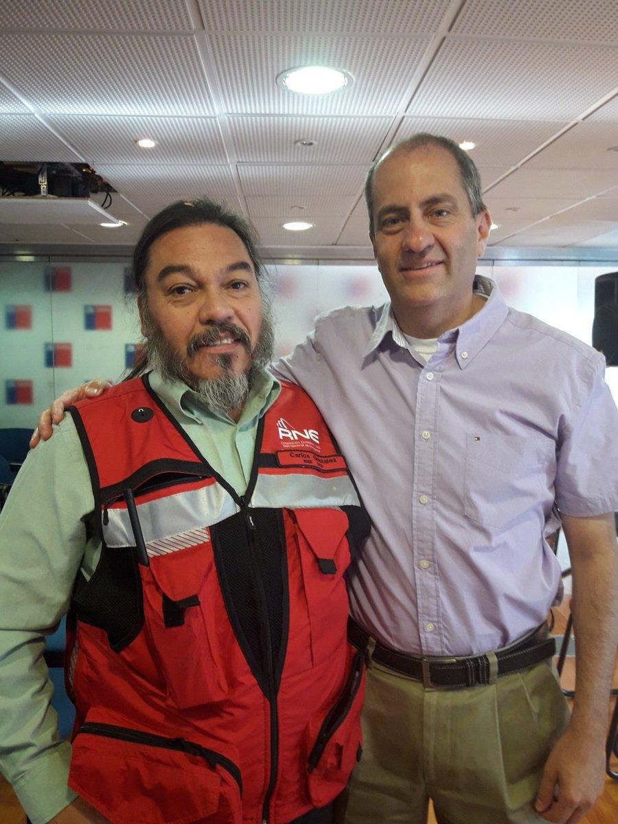 RT @Carlos_tmk @reddeemergencia @subtel_chile Finalizada la charla sobre redes de emergencias ,con @MichelDeLHerbe y subsecretario de telecomunicaciones