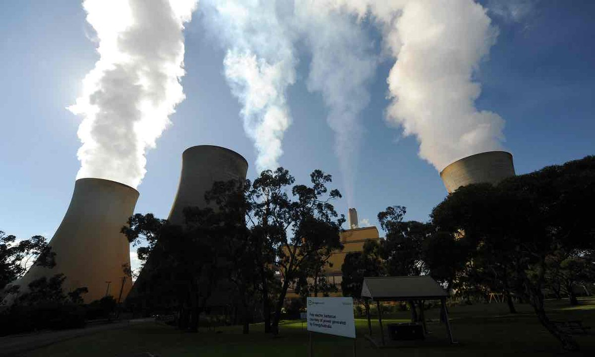 For a horrible glimpse into Australia&#39;s dark future, look to Trump&#39;s views on coal  https://www. theguardian.com/commentisfree/ 2017/apr/28/for-a-horrible-glimpse-into-australias-dark-future-look-to-trumps-views-on-coal#comment-97467792?utm_campaign=crowdfire&amp;utm_content=crowdfire&amp;utm_medium=social&amp;utm_source=twitter &nbsp; …  #climate #divest <br>http://pic.twitter.com/cHWsIpJ4jm