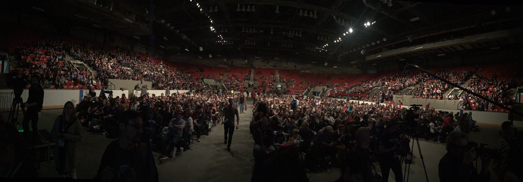 It's filling up... #PCapInYYC #CalgaryExpo https://t.co/oZtvGfGv7R