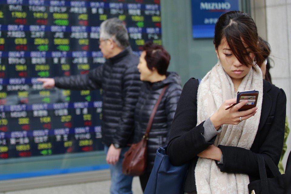 The subtext of #digital conversations (by Deborah Tannen)  #socialmedia #communication @TheAtlantic #goodreads   https://www. theatlantic.com/technology/arc hive/2017/04/the-sometimes-unintentional-subtext-of-digital-conversations/524106/?utm_source=twb &nbsp; … <br>http://pic.twitter.com/TD2D259PmJ