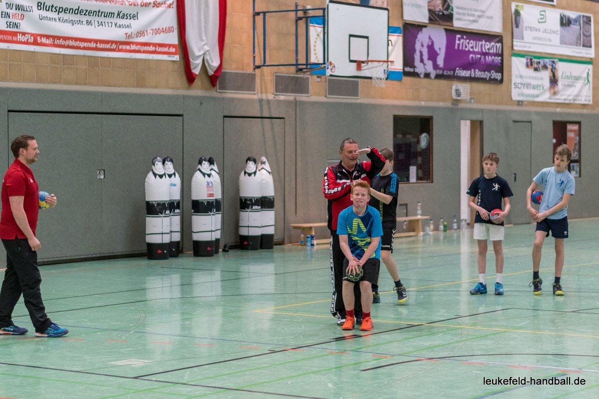 Die Fotos vom #handballcamp beim #TSV #Vellmar sind jetzt online. Viel Spaß beim stöbern! https://t.co/rWshxRJQ0x https://t.co/Jo9kG5BFrp