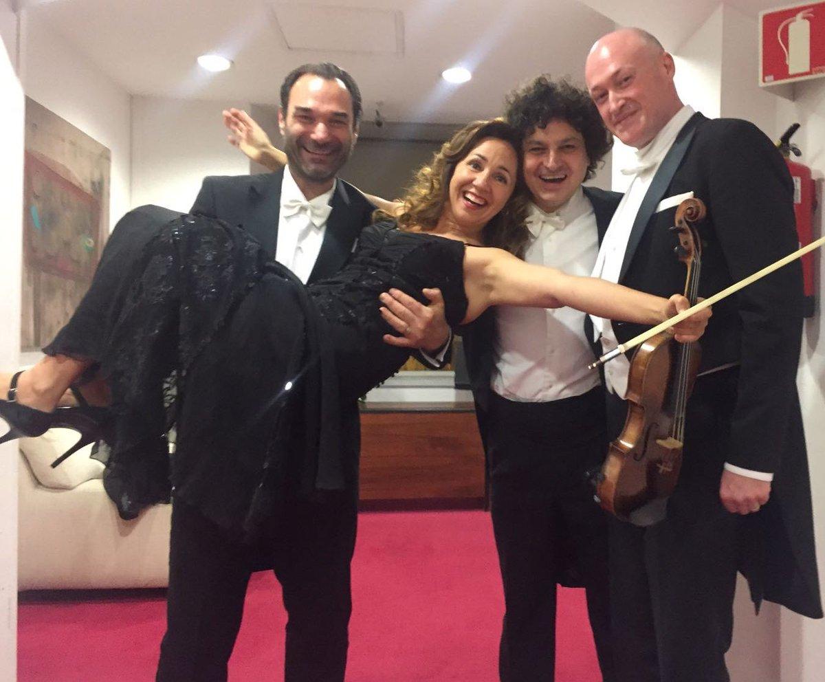 Imposible cargar toda la  #OrquestadeValencia, optamos por la concertino. Con #NikolaiSchukoff #Anabelgarcía #AlfredoGarciabr #JoséALópez
