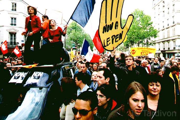 #Presidentielle2017 Archives - Il y a 15 ans, manifestations à Paris après le #21avril2002 :  http://www. phototardivon.fr/actu/mai2002/i ndex.html  … pic.twitter.com/C3aw4lBGwF