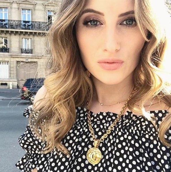 RT @Susan_Caplan: Flashback to the gorgeous @RosieFortescue in her vintage Chanel https://t.co/zmlKQuYiaj