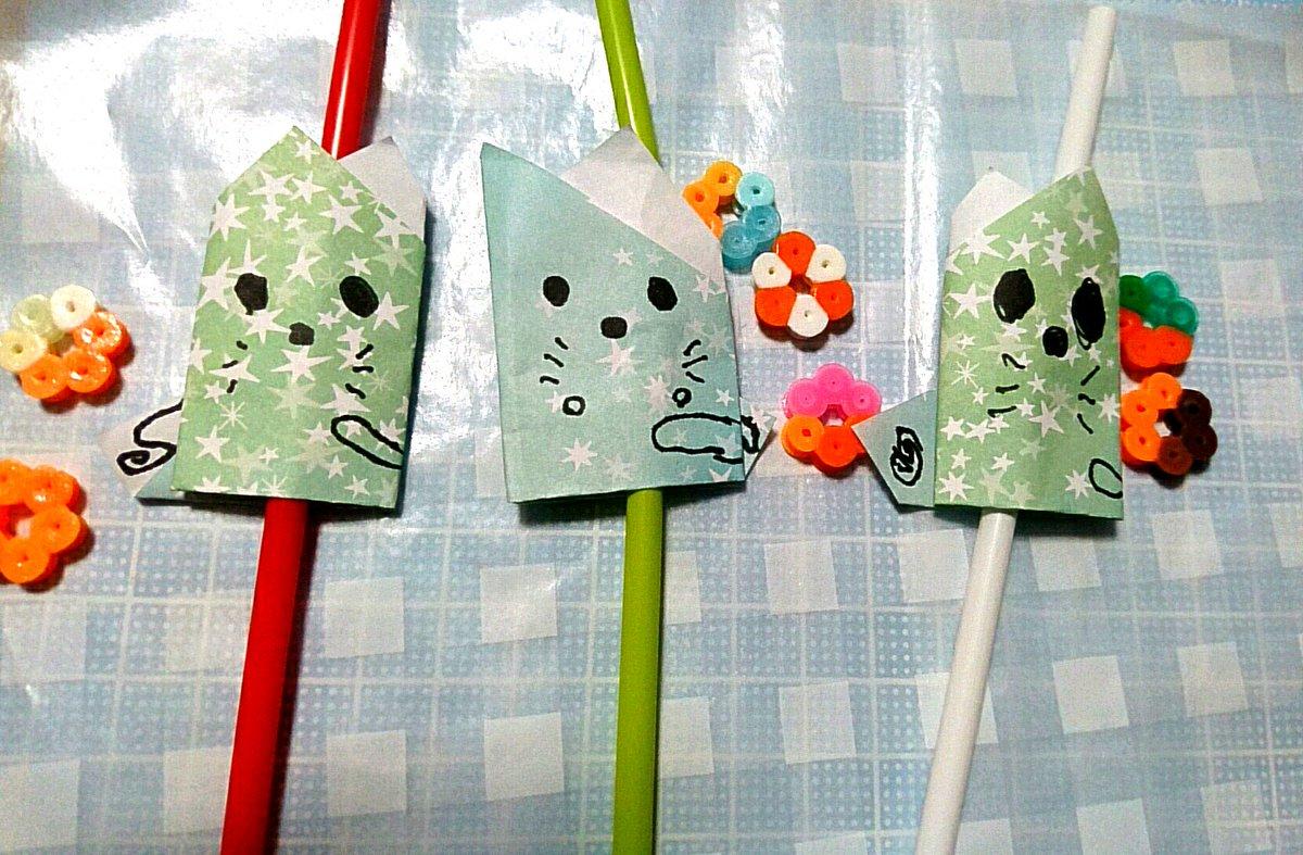 test ツイッターメディア - 三女が作った折り紙ネコストロー??ω??  7.5cmの折り紙で作ったネコをストローに貼ってます。  これもセリアで購入した星柄折り紙で☆彡  表情が可愛い*???*  #セリア #折り紙作品 https://t.co/di15zNciiU