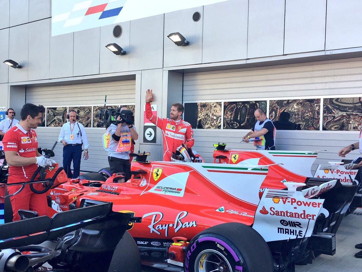 Vettel da infarto, prima fila Ferrari in Russia